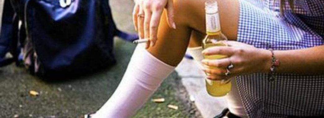 Привезли у ступорі: бібрські лікарі виходили школярку, яка отруїлася алкоголем