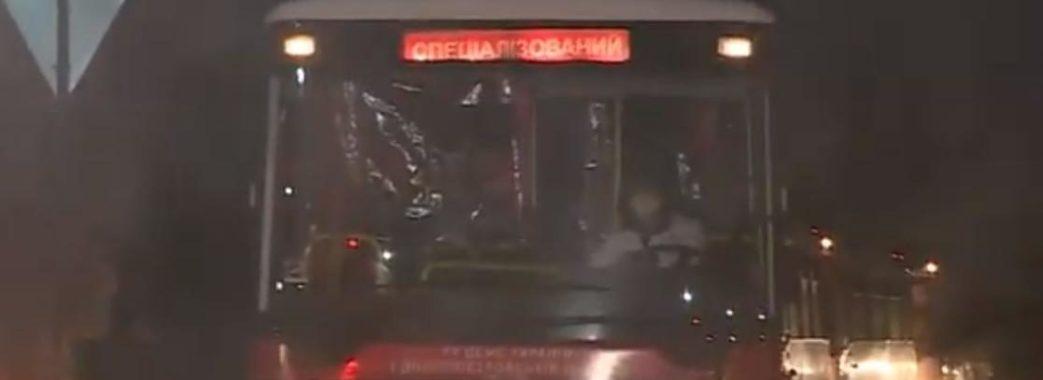 """""""Автобус закидали камінням"""": евакуйовані проїхали на територію Нових Санжар"""