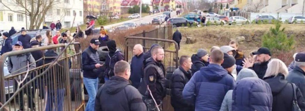 Нардепи просять порушити кримінальну справу проти протестувальників у Винниках