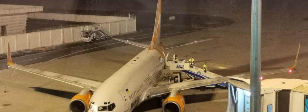 Курс на Київ? Літак з евакуйованими українцями досі не приземлився