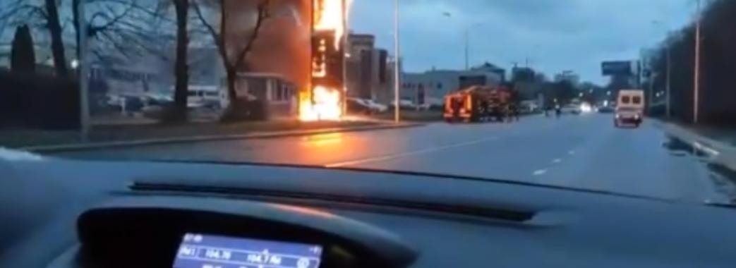 У Львові загорілась стела АЗС