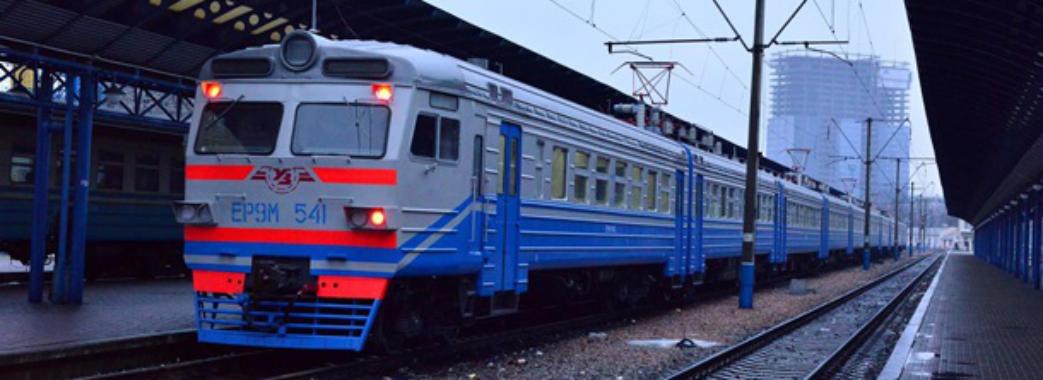Три години вночі під дощем: п'яний пасажир «замінував» потяг «Трускавець-Дніпро»