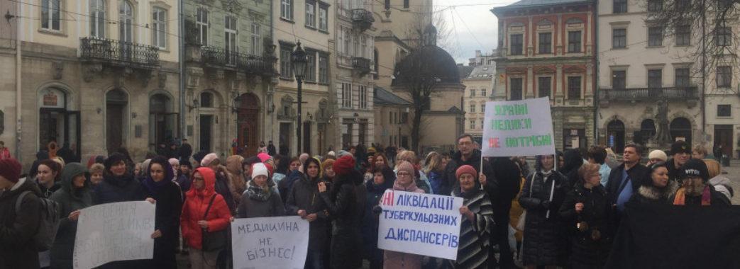 «Лікарям почали приходити «листи щастя»: львівські медики долучилися до акції непокори