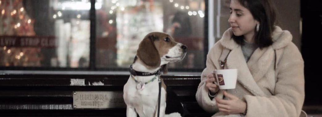 """""""Вдаримо флет-вайтом по комуналці"""": львів'янам зі собаками дарують каву"""