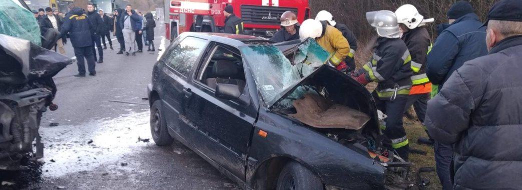 """На Городоччині через аварію водія """"вирізали"""" з авто"""
