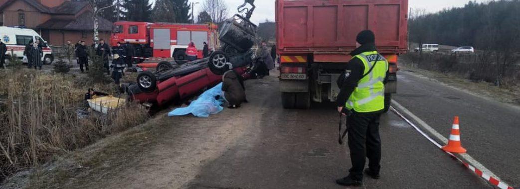З води витягли автомобіль з чотирма тілами людей: на Яворівщині сталася жахлива аварія (фото 18+) ОНОВЛЕНО