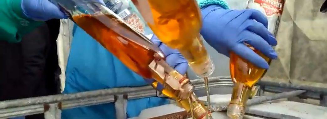 Рекордну кількість пляшок алкоголю вилили у Винниках