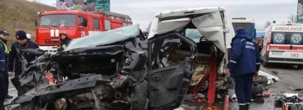 """""""Вижити в такій аварії – просто диво"""": на Пустомитівщині масштабна аварія (Оновлено)"""