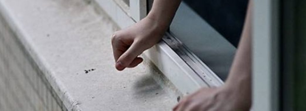 Помер студент, який випав з вікна гуртожитку у Дублянах
