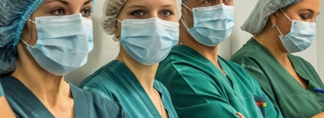 Подвійну зарплату обіцяють медикам, які будуть задіяні у боротьбі з COVID-19