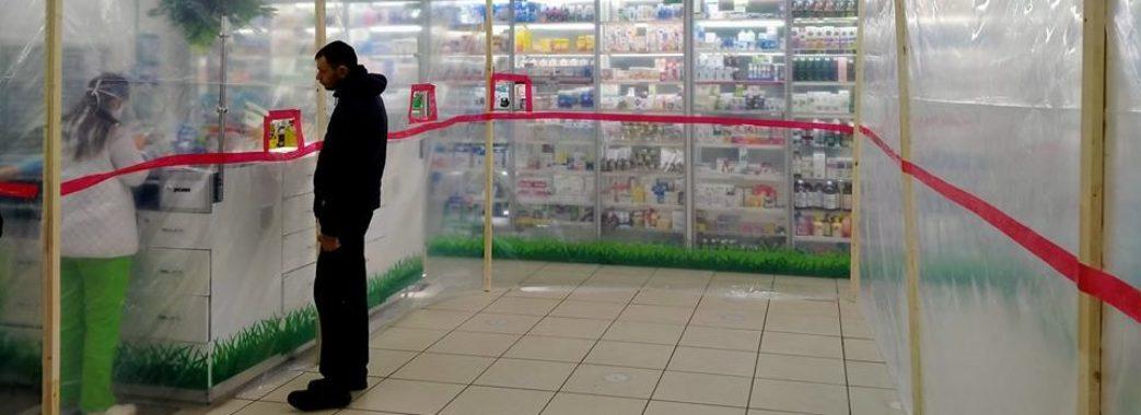 """""""Бачили таке у Польщі"""": у львівській аптеці встановили унікальну захисну стіну"""