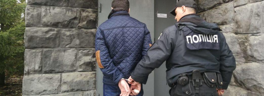 На Турківщині чоловік побив свою дівчину і поліцейського