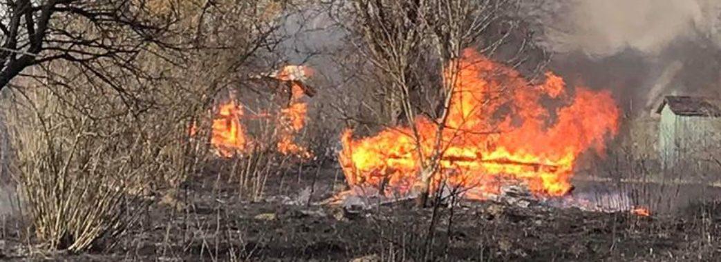 Людей нічого не зупиняє: на Сокальщині у пожежі згоріло шість дачних будинків