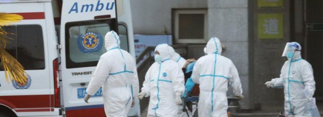 Стало відомо, скільки українців хворіють на коронавірус за кордоном