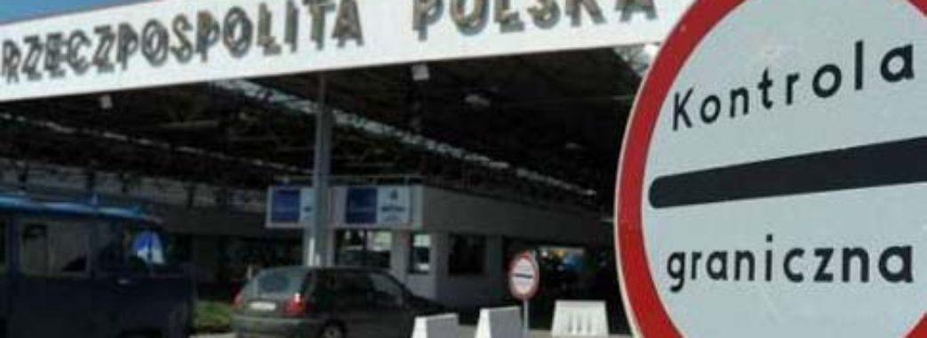«Зрозуміла, що мені треба утікати додому»: Польща закрила кордон з Україною, працюють лише три пункти пропуску