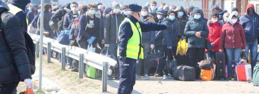 «Водії не розмовляють з пасажирами»: на польсько-українських пунктах пропуску все більшає людей