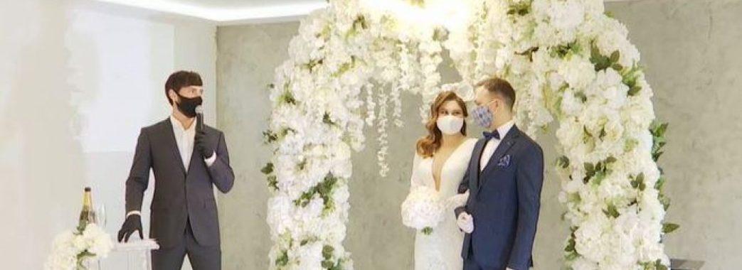 Тости онлайн та зіркові гості: у Львові відгуляли незвичне весілля через інтернет