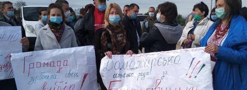 «Не хочеться, аби людей постійно мали за ніщо»: недалеко Львова мешканці трьох сіл перекрили дорогу