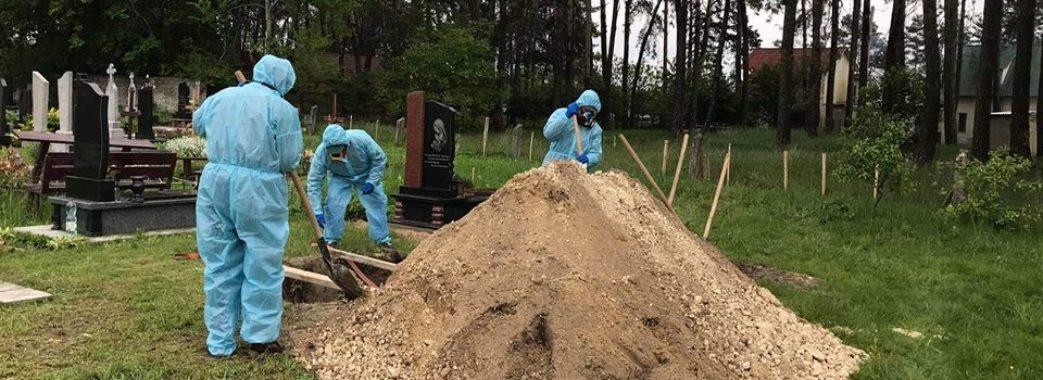 Готувалася до операції: у Бродах поховали 40-річну жінку, в якої виявили COVID-19