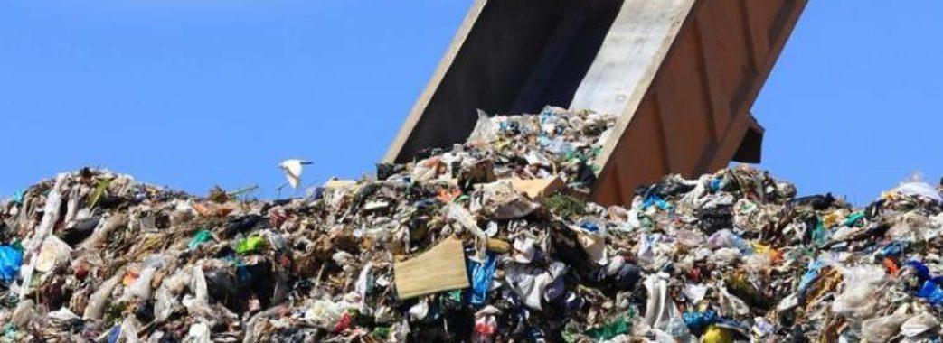 """""""Приїжджають вночі та вимикають фари"""": львівське сміття виявили в Жидачеві"""