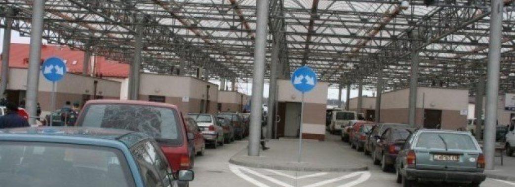 Кабмін дозволив відновити роботу пункту пропуску у Раві-Руській