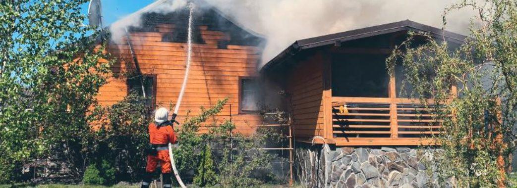 Палаючий будинок літнього подружжя на Радехівщині рятувальники гасили 2 години