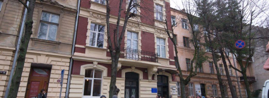 Продані облрадою лікарні можуть повернути громаді Львова