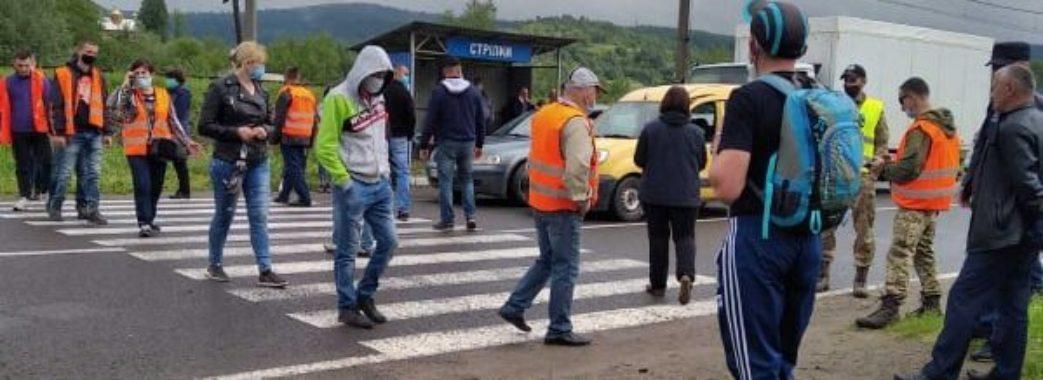 Мешканці 11 сіл Старосамбірщини протестують з вимогою відремонтувати дорогу