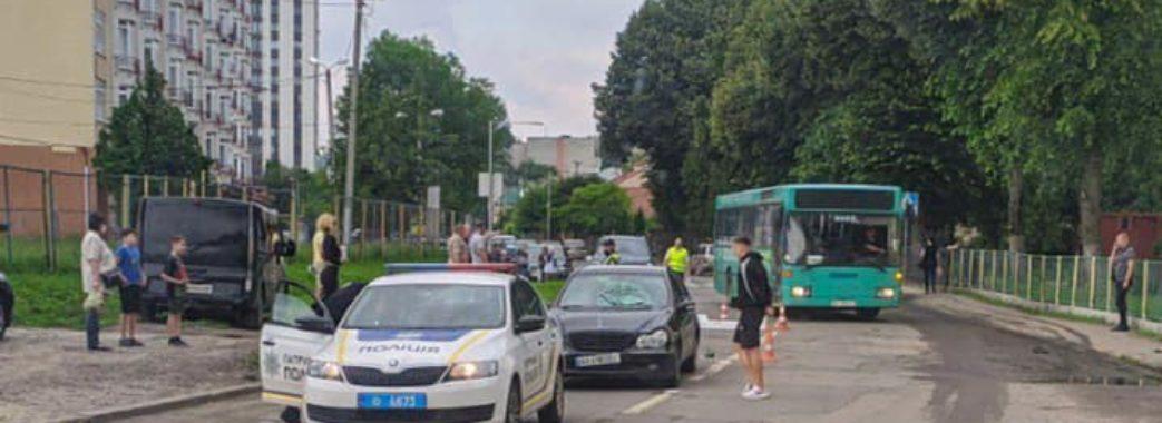 У Львові 9-річний школяр потрапив під колеса іномарки: дитина у комі