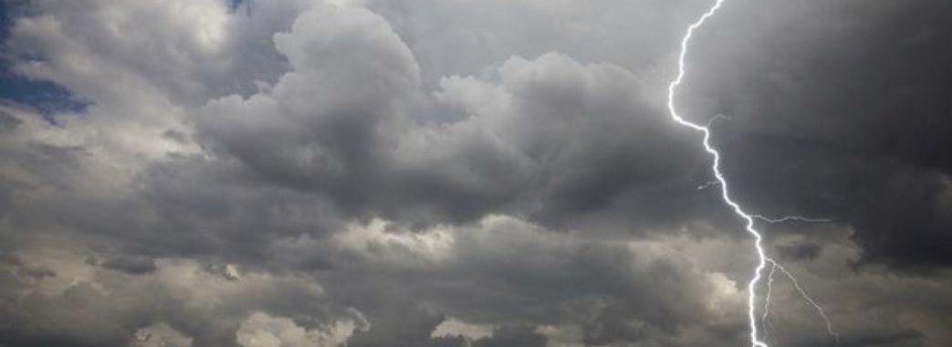 Не встиг заховатися від грози: на Бродівщині блискавка вбила підлітка