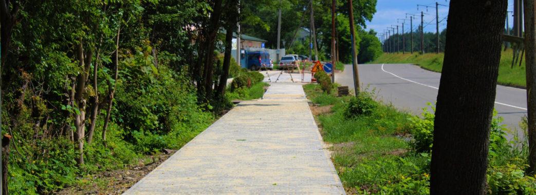 Дороги, вулиці та тротуари: у Брюховичах активно проводять благоустрій