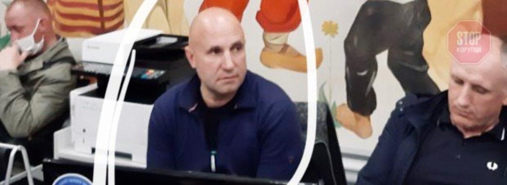 Громада закрила голову Славської ОТГ на ніч у сільраді