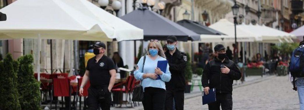 Через порушення карантинних норм у Львові закрили кіоск з хот-догами