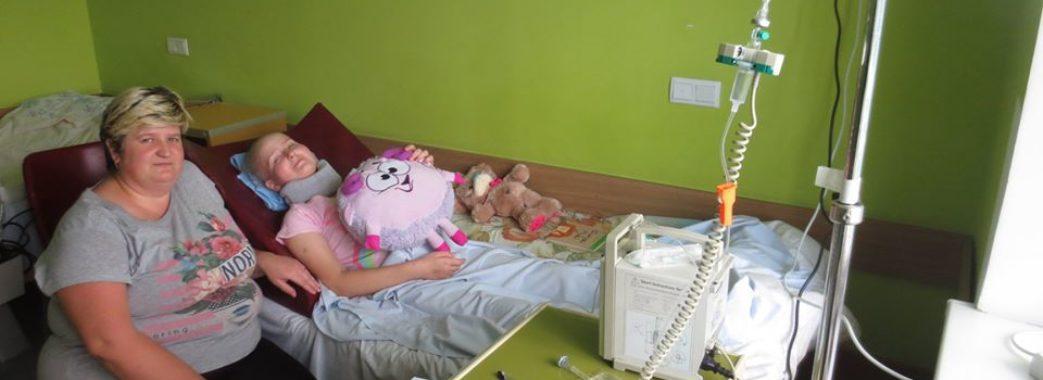 Видалили пухлину – спіткав параліч: 12-річна Іринка Потічна зі Старосамбірщини прикута до ліжка