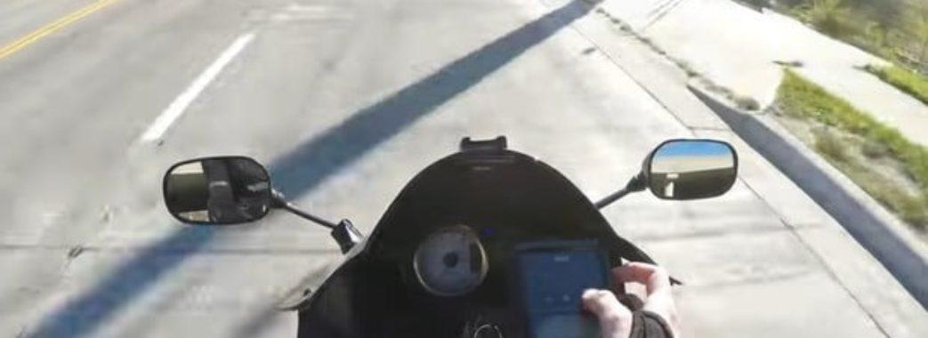 Без фари та у нетверезому стані: на Городоччині мотоцикліст збив двох дівчат