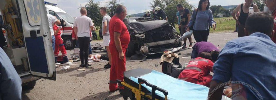 На Бродівщині в аварії Lexus розірвало навпіл: двоє дітей та один дорослий у важкому стані (Відео)