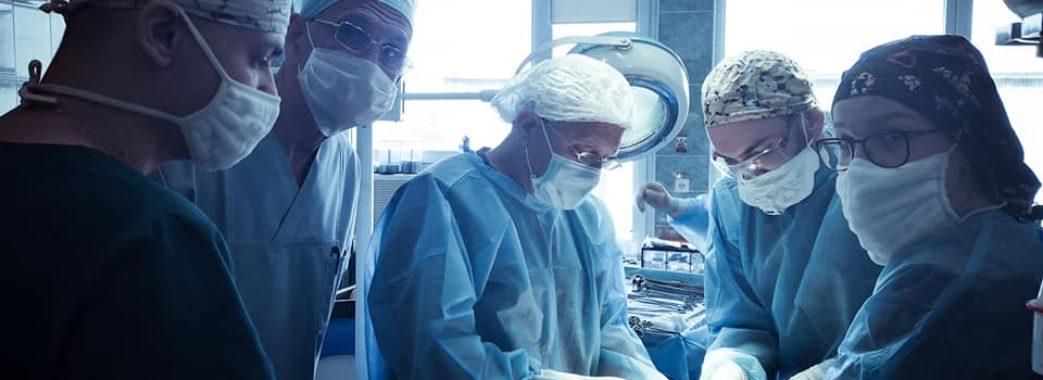 Львівські хірурги видалили жінці пухлину, яка важила більше 8 кілограмів (ФОТО)