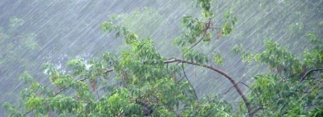 Грози, зливи і похолодання: на Львівщині знову штормове попередження