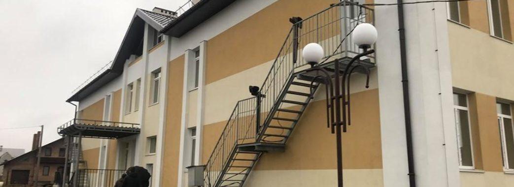 Майже тисячу додаткових місць обіцяють у школах та садках Львівщини