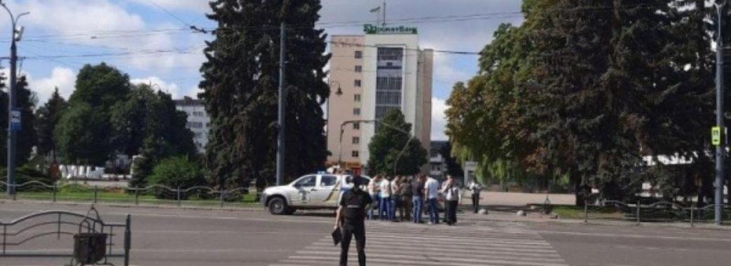 На Волині озброєний чоловік погрожує підірвати автобус з заручниками (ОНОВЛЕНО)