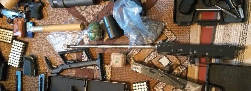 На Мостищині вже вдруге затримали священника, який продавав зброю