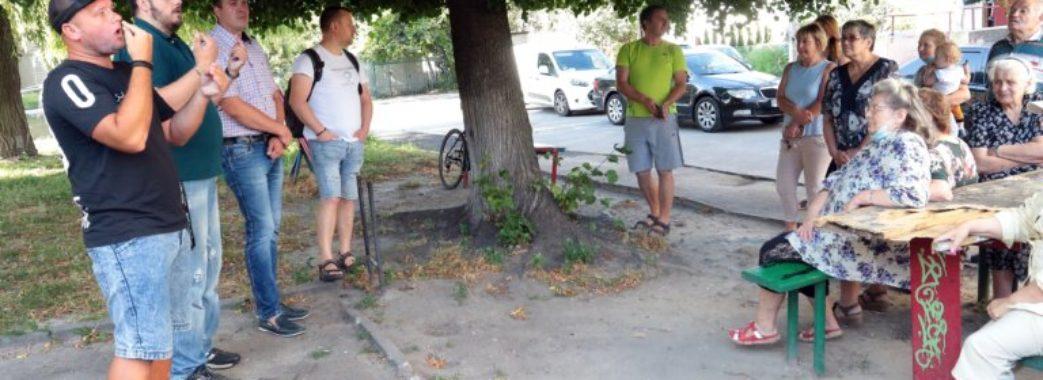 """""""Ніхто із чиновників до них жодного разу не приїжджав"""": у Львові зустрілись із людьми з вадами слуху"""