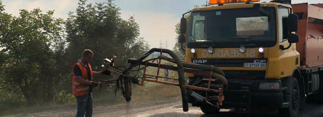 На Стрийщині громадський діяч посприяв ремонту аварійних доріг (ФОТО)