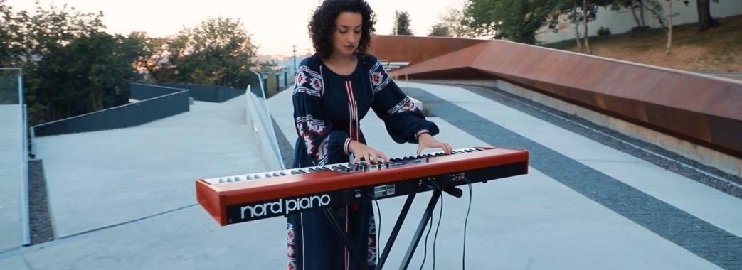 Львівська музикантка зіграла інструментальну версію гімну України