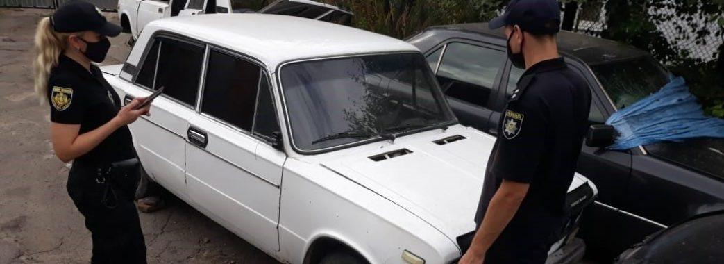 На Перемишлянщині чоловік викрав автомобіль та заховав його під покривалами