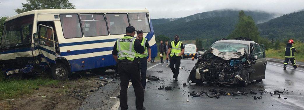 Жінка загинула, ще троє осіб травмовані: на Сколівщині зіткнулись легковик та автобус