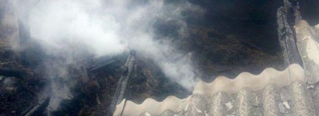 Вогонь гасили 11 рятувальників: на Перемишлянщині горіла господарська будівля