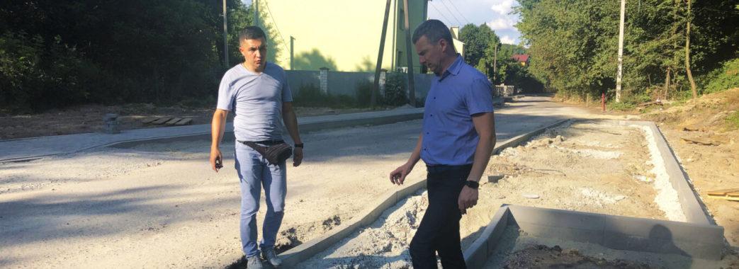 У Брюховичах взялись за проведення капітального ремонту на вулиці Під Осовою.