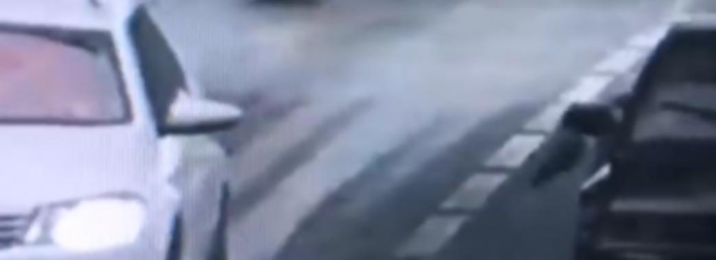 Хотіли пожартувати: у Львові затримали водія «під кайфом» та пасажира з іграшковим автоматом (Відео)