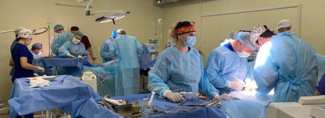 Матері подарували своїм донькам життя вдруге: у львівській лікарні пересадили нирки двом пацієнткам